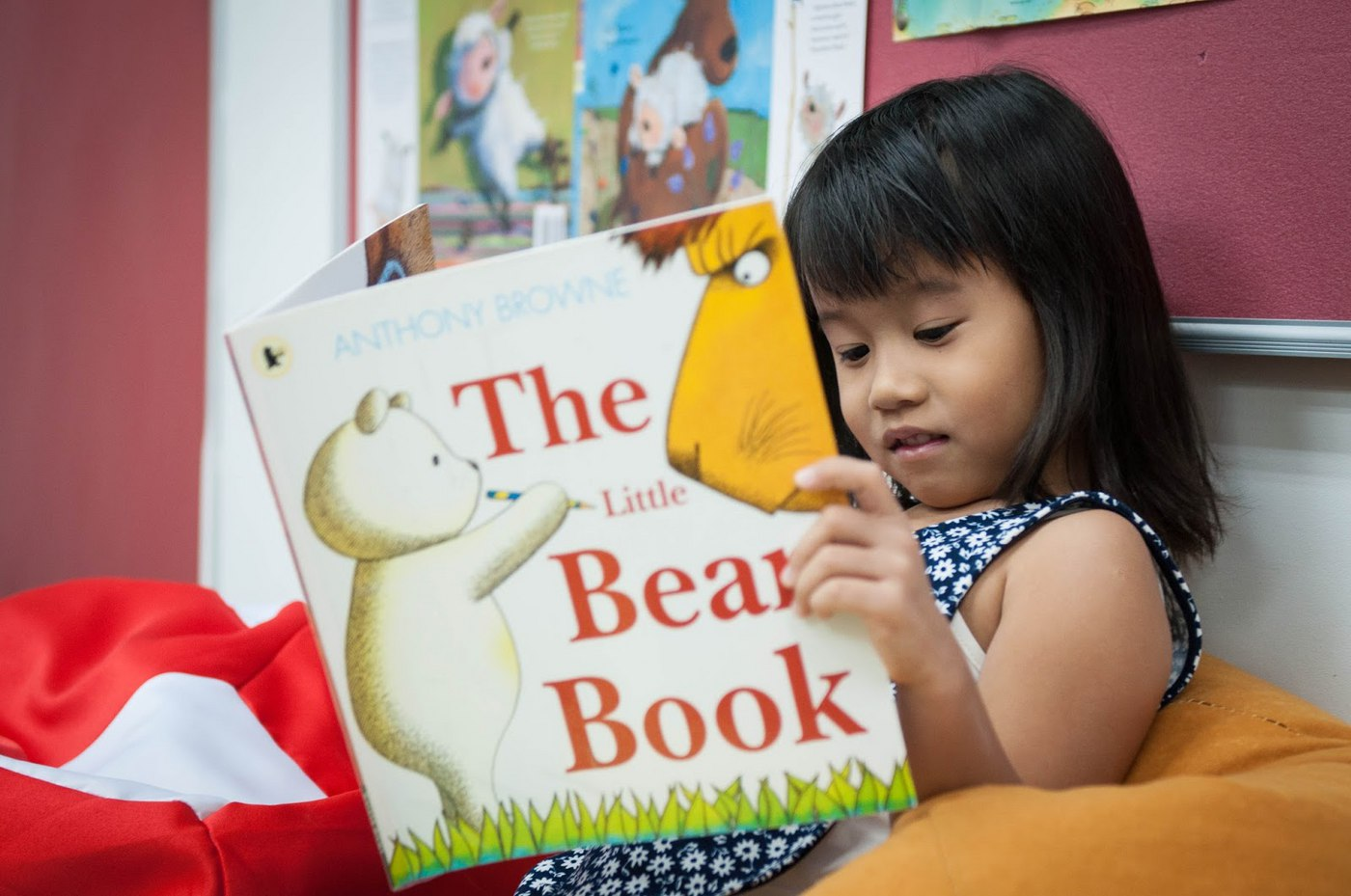 Helpful tips on how to get your child to read more this winter